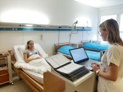 Nová elektronická zdravotní dokumentace v nemocnicích Středomoravské nemocniční usnadňuje práci lékařům i sestrám